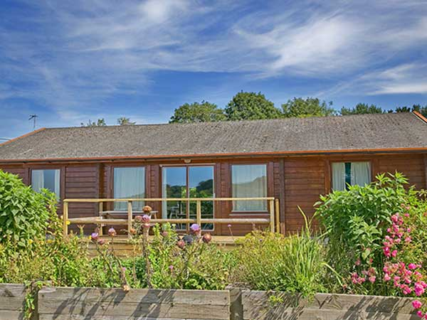 Pintree loge offers spacious accommodation with great views over Lee Bay