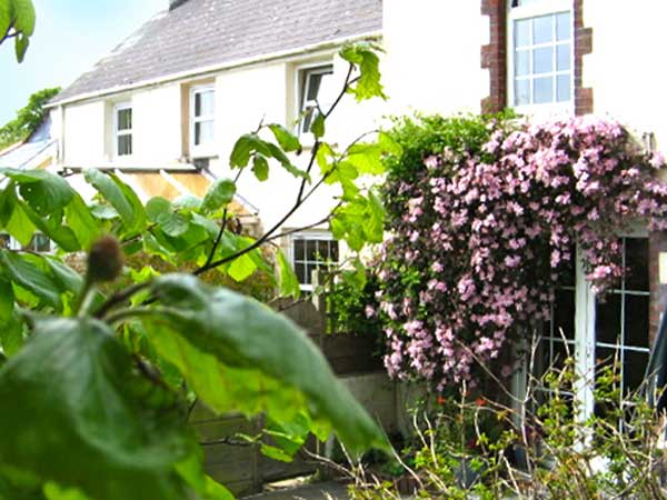 Come away on holiday to North Devon and stay at Thorne Park Holiday Cottage.