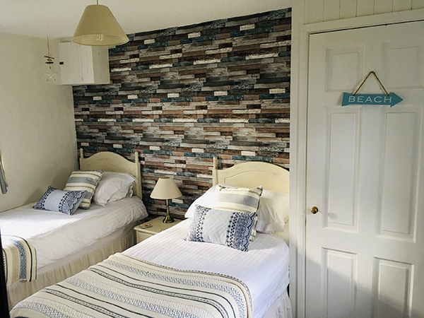 A bright, fresh twin room at Hill Farm Cottages, Devon.