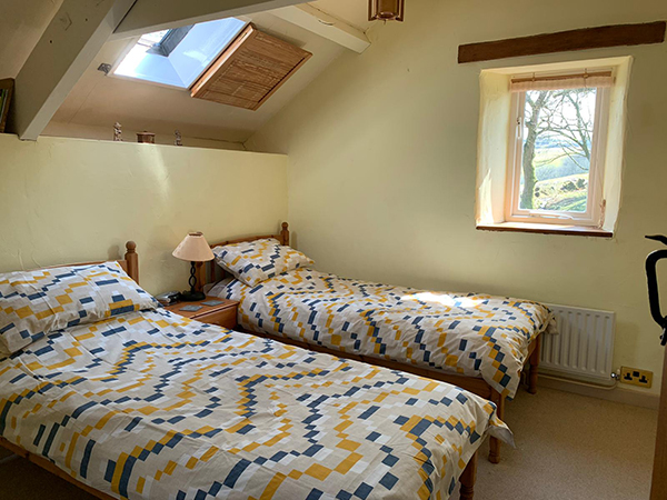 A bright and fresh twin room at Hollacombe Self-Catering Cottage.